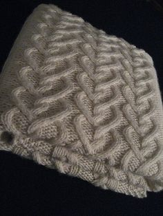 Levi's Baby Blanket free knit pattern - LOVE this heart cable!.
