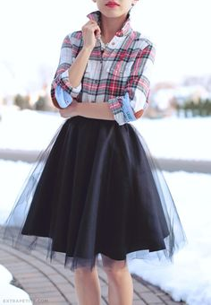 Holiday Tutorial: DIY Full Circle Skirt with Tulle Overlay (via Bloglovin.com )