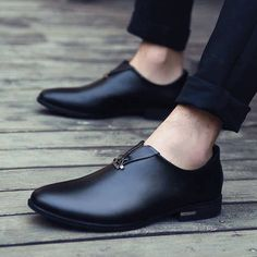 Men\'s slip on leather with metal decorated on vamp, breathable, comfortable, casual, work office occas Best Shoes For Men, Men S Shoes, Formal Shoes, Casual Shoes, Casual Outfits, Stylo Shoes, Urban Look, Gentleman Shoes, Mens Boots Fashion