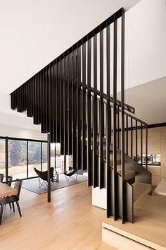 Staircase Design Modern, Staircase Railing Design, Timber Staircase, Home Stairs Design, Modern Stairs, Interior Stairs, Modern House Design, Modern Interior Design, Metal Stairs