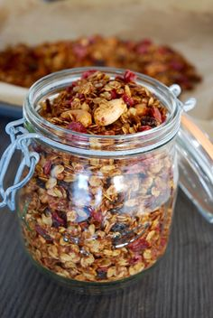 Granola raisins cranberries - The Mona Project breakfast and brunch Granola à tomber par terre Vegan Granola, Granola Cereal, Gourmet Recipes, Sweet Recipes, Healthy Recipes, Bread Recipes, Dessert Recipes, Fingerfood Party, Snacks
