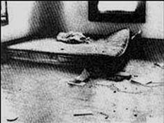 El colchón donde Sylvia Likens pasó todo un verano siendo torturada, violada, apaleada por Gertrude Baniszewski, sus hijos, y muchos niños del vecindario.