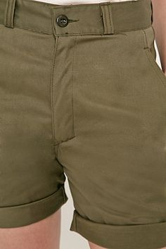 Urban Renewal Vintage Re-Made – Military-Shorts in Khaki - Urban Outfitters
