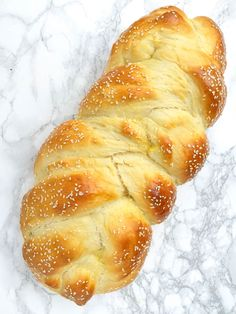 Shabbat Challah Bread (with Video) Homemade Challah Bread Recipe – The Lemon Bowl Challah Bread Recipes, Lemon Bowl, Muffins, Croissants, Jewish Recipes, Bread Rolls, How To Make Bread, Baked Goods, The Best