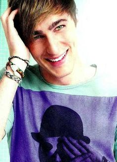 First time I've ever seen this picture of Kendall Schmidt. He's quirky. I like him. A lot. Just saying...