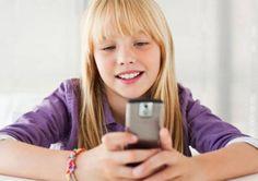 Офтальмологи убеждены, что одной из наиболее распространенных причин покраснения глаз являются смартфоны. Особенно часто страдают от такой проблемы владельцы новомодных гаджетов, часто заглядывающие в телефон или вообще не отрывающиеся от его экрана большую часть дня. В первую очередь, за такое нездоровое увлечение расплачивается наш орган зрения.  Обеспокоенные резким увеличением количества офтальмологических заболеваний, врачи предлагают любителям смартфонов 7 простых правил, которые…