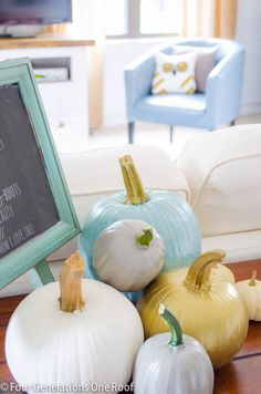 How to paint pumpkins with chalk paint and create a simple inexpensive fall vignette An autumn vignette with painted pumpkins. How to paint pumpkins using chalk paint to add a touch of non traditional colors to an autumn themed space. Pumpkin Decorating, Decorating On A Budget, Fall Decorating, Deco Dyi, Fall Vignettes, Happy Fall Y'all, Autumn Inspiration, Pillow Inspiration, Autumn Ideas