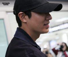 ♥demisoda♥ (@kkirigun) | Twitter Le Min Hoo, Minho, Lee Min, Captain Hat, Baseball Hats, Actors, Twitter, Blue, Baseball Caps