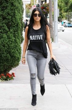 Kourtney Kardashian from The Big Picture: Today's Hot Pics The E! star braves the wilds of Beverly Hills in a muscle tank and distressed skinny denim. Kourtney Kardashian, Robert Kardashian, Kardashian Kollection, Estilo Kardashian, Kardashian Photos, Kardashian Style, Kardashian Jenner, Kendall Jenner Outfits, Jenner Hair