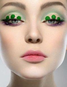 Trucco occhi con pois sul verde