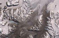 欧洲空间局卫星组图:地球上酷似外星的地方 西班牙《先锋报》刊发了一组来自欧洲空间局(ESA)给出的一组卫星图片。以下这17张拍摄于不同国家与地区的图片酷似一些我们常见到的外太空和其他星球的地理照片。。。