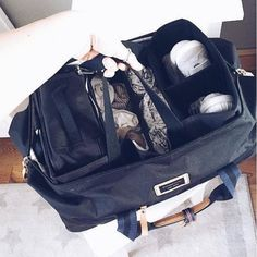 @storksak Going away this weekend?  Our Duffle bags come with a clever hanging organiser which is designed to help you pack without the fuss and clutter (if thats possible with kids!) The Duffle Bag is the perfect solution to stress-free travelling!