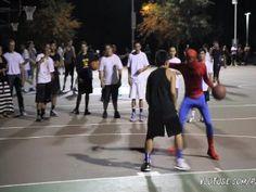 Homem aranha joga basquetebol... surpreendente! - Clique e veja aqui