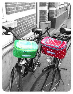 inge snuffel: Tutorial fietstas deel de uitleg Who's translating this for me! Sewing Tutorials, Sewing Patterns, Bicycle Bag, Bicycle Basket, Bike Baskets, Diy Sac, Laminated Fabric, Couture Sewing, Quilted Bag