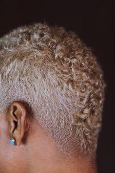 Shaved Natural Hair, Natural Mohawk, Natural Hair Twa, Blonde Natural Hair, Short Natural Styles, Natural Hair Short Cuts, Short Hair Cuts, Curly Short, Blonde Hair Black Girls