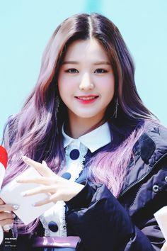 (Credits to the real owner/s) Pretty Korean Girls, Cute Korean Girl, Asian Girl, First Girl, My Girl, Kpop Girl Groups, Kpop Girls, Yuri, Kpop Girl Bands