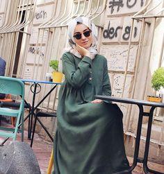 İstanbul'a ayak basınca istikamet direk Karaköy'ü gösterir  Karaköy'ü çok seviyorum @kevsersarioglu nun bu elbiseleriyle bütünleştim, keten sevmeyen ben ketenden vazgeçemez oldum Neyse, bugün iş çok, hava sıcak, ben iptal Elbise: @kevsersarioglu