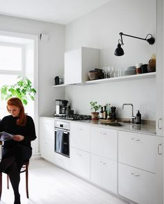 A Swedish Interior Stylist and Photographers Haven (my scandinavian home) Kitchen Interior Design Haven Home Interior PHOTOGRAPHERS Scandinavian stylist Swedish Swedish Interiors, Scandinavian Interior Design, Scandinavian Kitchen, Swedish Kitchen, Best Kitchen Designs, Modern Kitchen Design, Interior Design Kitchen, Minimal Kitchen, Living Room Kitchen