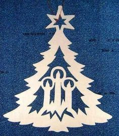 The post appeared first on Dekoration. Christmas Arts And Crafts, Homemade Christmas Decorations, Christmas Projects, Christmas Time, Christmas Tree Candles, Xmas Ornaments, Kirigami, Paper Cutting Patterns, Christmas Stencils
