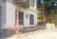 Tremendo rischio nel Borgo domese, si stacca un grosso masso da un balcone…