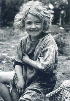 +~+~ Vintage Photograph ~+~+   Girl living in poverty but she still has a light in her eyes.