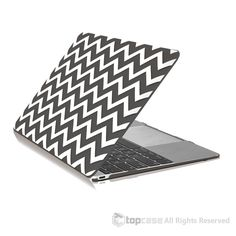 """Apple the New Macbook 12-Inch 12"""""""" Retina Display Laptop Computer Black Chevron Rubberized Hard Shell Case Cover for Model A1534 (Newest Version 2015)"""