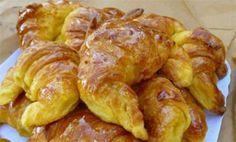 Φανταστική συνταγή για κρουασάν, πανεύκολη, γρήγορη και θα σας βοηθήσει να φτιάχνετε τα δικά σας κρουασανάκια ανά πάσα ώρα και στιγμή. Υλικά 125γρ. γιαούρτι 125γρ. μαργαρίνη soft 8γρ. baking powder...