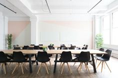 Green Event Management Strategies: How to Plan a Sustainable Business Event Office Images, Office Pictures, Happy At Work, Are You Happy, Office Fit Out, Home Office, Desk Office, Office Style, Office Decor