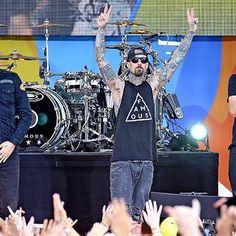 Blink-182 knocks Drake out of No. 1 spot http://shot.ht/29yuS9w @EW