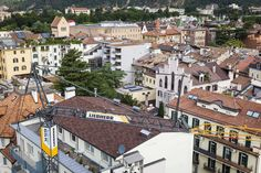 Liebherr 65K über den Dächern von Bozen // Liebherr 65K sopra i tetti di Bolzano
