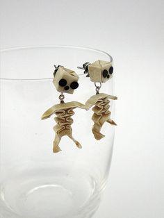 SEM DIAGRAMA origami skeleton stud earrings