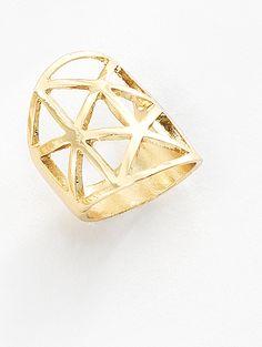 """"""" Llénate de estilo sin pagar más. Vive la aventura de portar una pieza única como éste anillo que te hará lucir hermosa y con clase con su exclusivo diseño y calidad elaborados en 4 baños de oro de 18 kt. Medida #6. Modelo: 116115"""