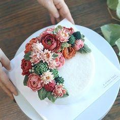 디스토리케이크 즐거운 11월 수업. 화려한 컬러의 심화반 수강생 작품. #cakedecorating #instadaily #flowerstagram #flowercake #cakedesign #buttercream #beanpaste #koreandessert #instacake #wilton #dessert #food #birthdaycake #cake #케이크 #플라워케이크 #떡케이크 #냠냠 #달달 #취미 #앙금플라워 #앙금떡케이크 #앙금케이크 #꽃케이크 #생신케이크 #송파떡케이크 #フラワーケーキ