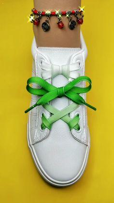 Ways To Lace Shoes, How To Tie Shoes, Ways To Tie Shoelaces, Shoe Lacing Techniques, Vans Shoes Fashion, Diy Corset, Diy Fashion Hacks, Creative Shoes, Clothing Hacks