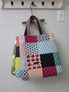 patchwork totes - should make these from all of m fabric samples! Patchwork Bags, Quilted Bag, Fabric Bags, Fabric Scraps, Sewing Crafts, Sewing Projects, Diy Sac, Fabric Samples, Handmade Bags