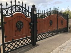 House Fence Design, Grill Gate Design, House Main Gates Design, Steel Gate Design, Door Gate Design, Wrought Iron Driveway Gates, Metal Gates, Wooden Gates, Front Gates
