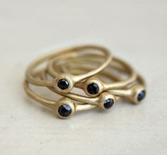 Nestled set of Black rose cut diamond rings. Connect the dots. Odelia. auf Etsy, 2.017,79€
