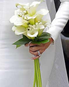 Lily Bouquet Wedding, Calla Lily Bouquet, Calla Lilies, Lily Wedding, Garden Bugs, Natural Stone Flooring, Great Tattoos, Arte Floral