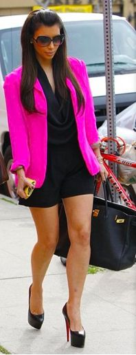Black romper and hot pink blazer! Stylish Outfits, Cute Outfits, Fashion Outfits, Womens Fashion, Rosa Blazer Outfits, Black Romper Outfit, Black Shorts, Hot Pink Blazers, Kardashian Style