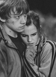 Rupert Grint as Ron Weasley & Emma Watson as Hermione Granger - Harry Potter and the Deathly Hallows Pt. Blaise Harry Potter, Mundo Harry Potter, Harry Potter Love, Harry Potter World, Ron And Harry, Harry Potter Characters, Hery Potter, Fans D'harry Potter, Draco