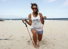 Famosas abandonam a academia para malhar na praia; veja os treinos e os benefícios