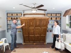 Chip Gaines Blows His Top on 'Fixer Upper' - Chip and Joanna Gaines install a Murphy bed in the playroom, which doubles as a guest room. Fixer Upper, Chip Et Joanna Gaines, Chip Gaines, Apartment Therapy, Basement Apartment, Murphy-bett Ikea, Modern Murphy Beds, Rustic Murphy Beds, Murphy Bed Plans