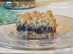 My father loves raisin pie, so I usually make one for him on Father's Day. These Sour Cream Raisin Squares are wonde… Sour Cream Raisin Pie, Sour Cream Cookies, Sour Cream Desserts, Spring Desserts, Just Desserts, Delicious Desserts, Dessert Recipes, Dessert Bars, Cookie Recipes