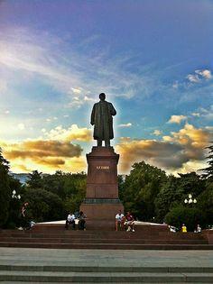 Statue of Lenin still in the middle of Yalta, Ukraine | ⊼² 1