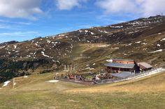 Wandern in Südtirol: Die besten Touren für Einsteiger Cabin, House Styles, Camper, Mountains, Italy, Viajes, Caravan, Cabins, Travel Trailers