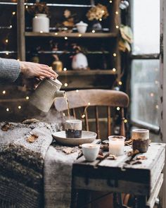 All the cozy winter feels captured in one gorgeous scene. What I wish winter felt like every second. Beauty via ♡… Autumn Aesthetic, Brown Aesthetic, Christmas Aesthetic, Cozy Aesthetic, Autumn Cozy, Cozy Winter, Autumn Fall, Japanese Aesthetic, Slow Living
