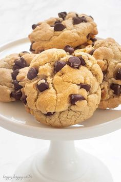 The Best Crunchy Crispy Chocolate Chip Cookie - Happy Happy Nester This is the Best Crunchy Crispy Chocolate Chip Cookie that I remember from my childhood. I have never found another cookie like it! Crispy Chocolate Chip Cookies, Almond Meal Cookies, Best Chocolate Chip Cookie, Crunchy Cookies Recipe, Chocolate Chocolate, Healthy Cookies, Cookie Recipes, Dessert Recipes, Pudding Recipes