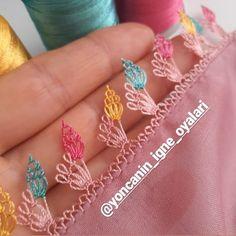 Der Neuen Besten : 38 Easy Needle Lace-modellen waar u dol op zult zijn Knit Shoes, S Monogram, Needle Lace, Sweater Design, Knitted Shawls, Knitting Socks, Denim Fashion, Hand Embroidery, Knit Crochet