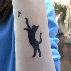 We, the cat lovers, have assembled the best cat tattoos EVER to honor our furry, cutey, wonderful feline friends. Enjoy these cat tattoos! Body Art Tattoos, New Tattoos, Cool Tattoos, Tatoos, Tatuajes Tattoos, Black Cat Tattoos, Animal Tattoos, Wild Tattoo, Tattoo You