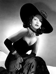 Hedy Lamarr 1940Stilikone, Schauspielerin und Mit-Erfinderin des Frequenzsprungverfahrens (heute noch im Mobilfunk angewendet).